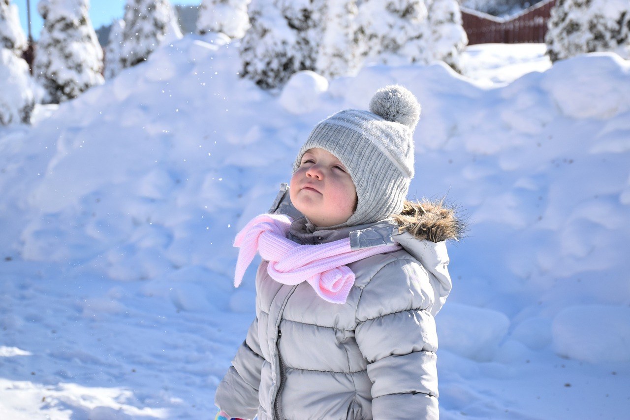 When it's cold outside, consider these tips to bundle up and keep your toddler warm in the winter when traveling.