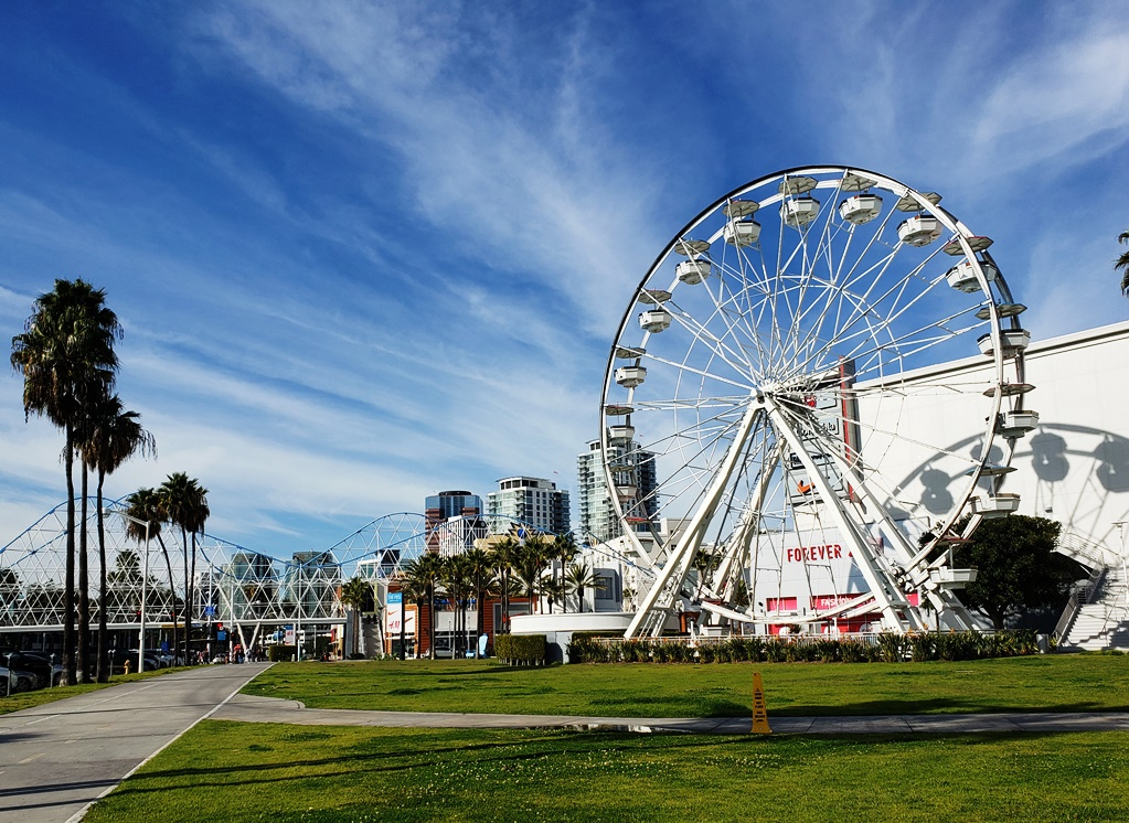 Ferris wheel at the pike in Long Beach - TravelingMom