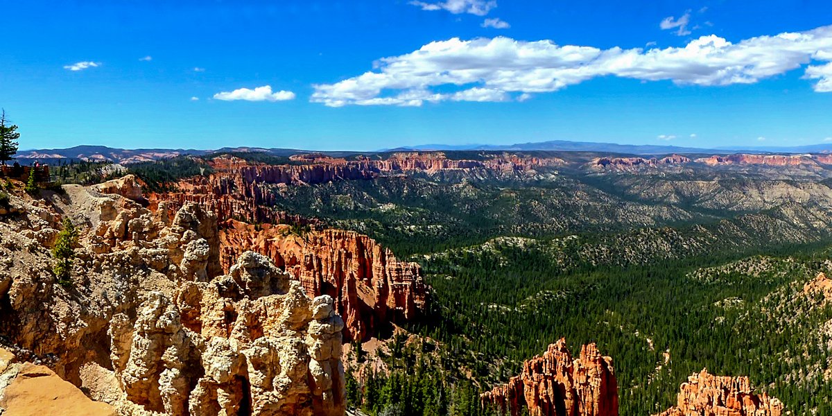 photo, northern view of Bryce Canyon from the Rim Trail