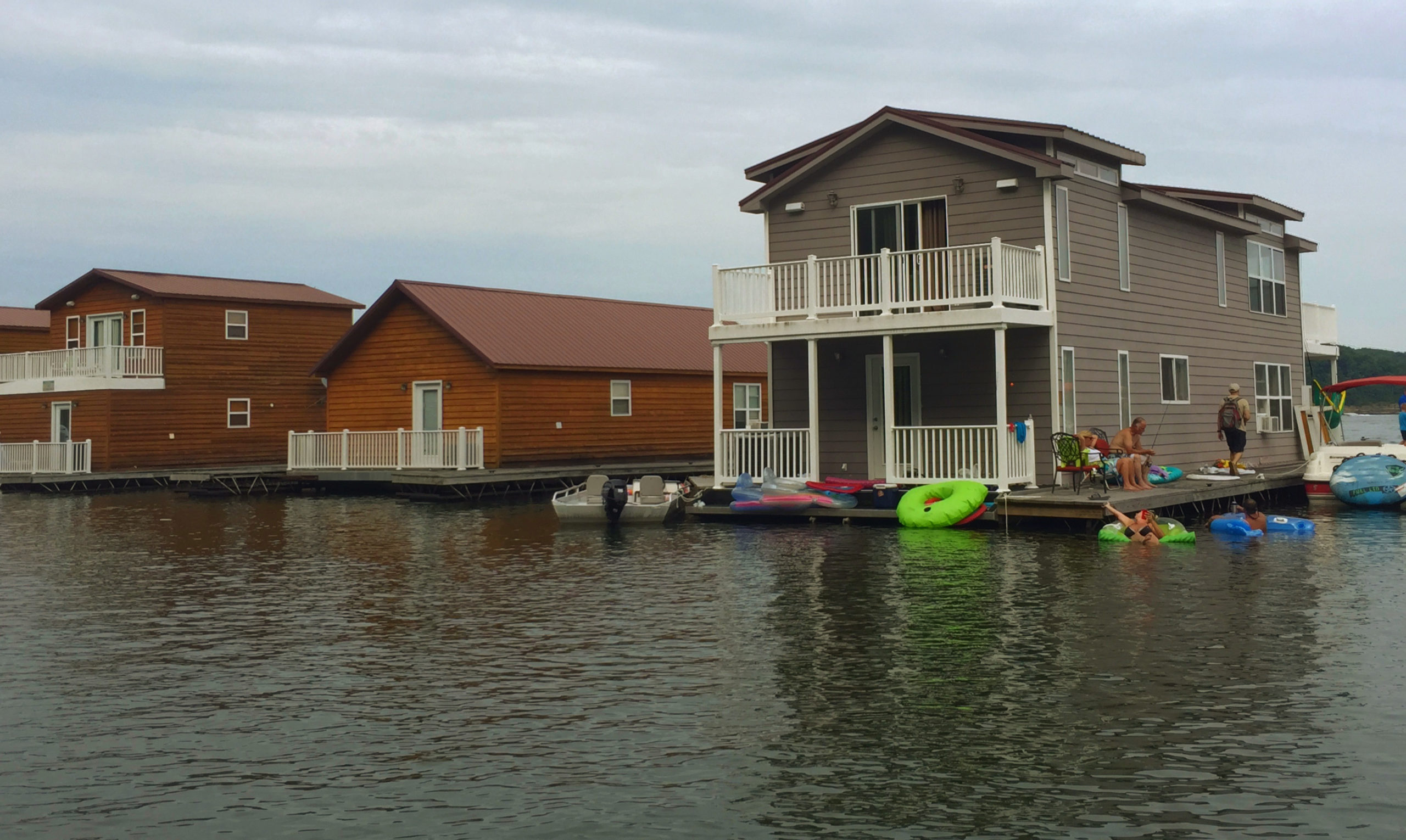 Floating cabins on Green River in Campbellsville KY, make a great socially distanced vacation option.