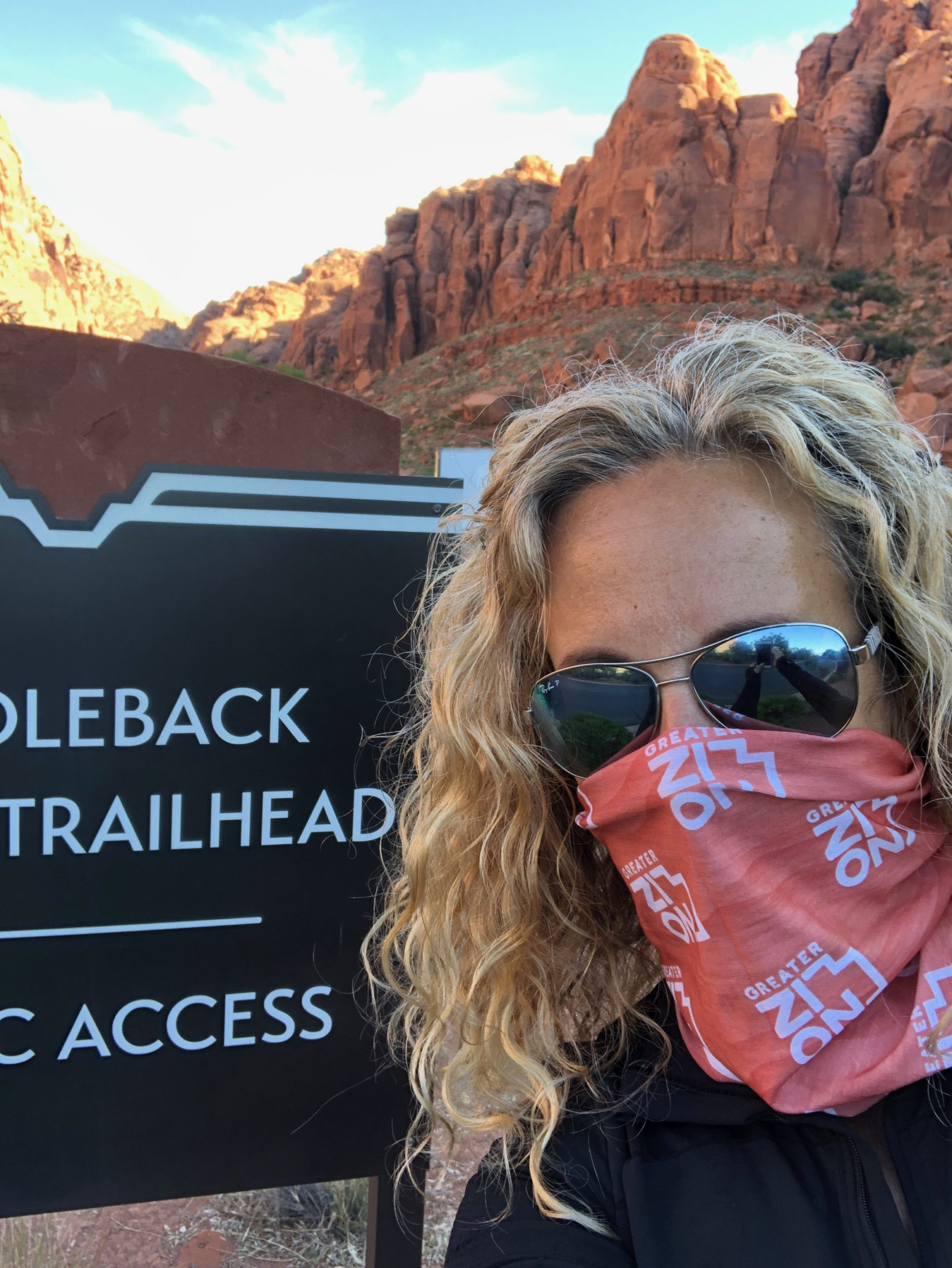 hikes in zion national park, Kim with mask.