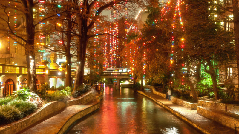 2021 Christmas Closings Arlington Tx Best Christmas Lights In Texas And The Southwest Travelingmom