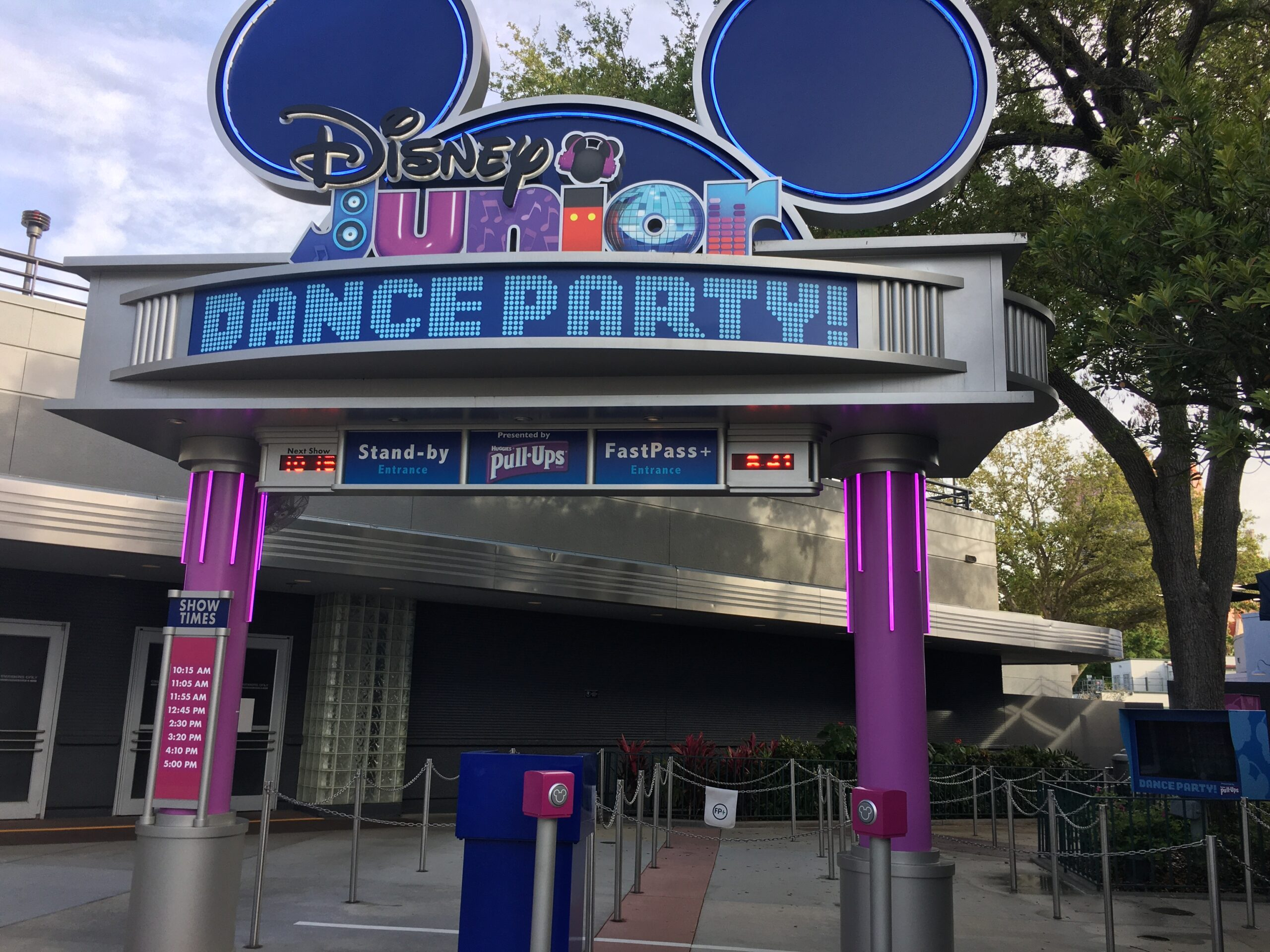 entrance sign shaped like Mickey ears and reading Disney Junior Dance Party
