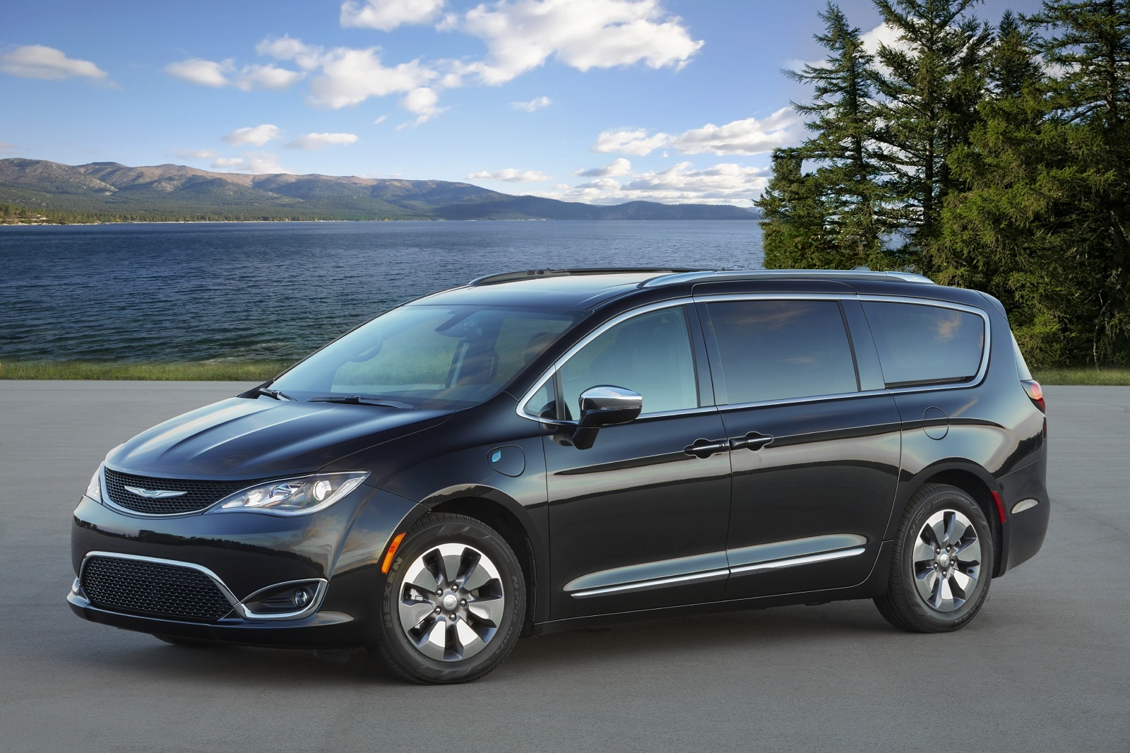 Chrysler Pacifica Hybrid, one of the best family road trip vehicles
