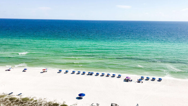 beautiful view of the beach in the Florida panhandle