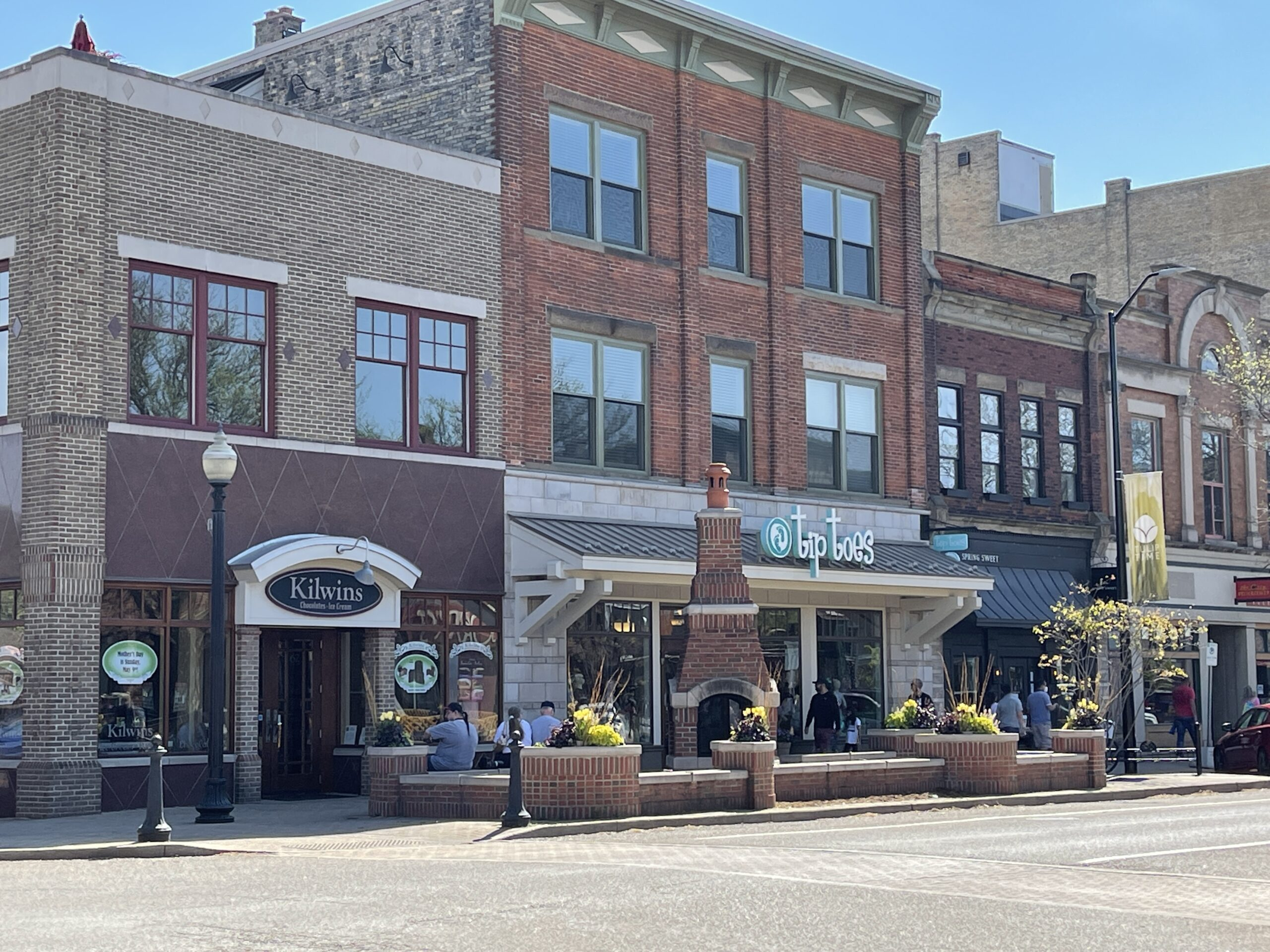 Outdoor fireplace and storefronts in downtown Holland, MI