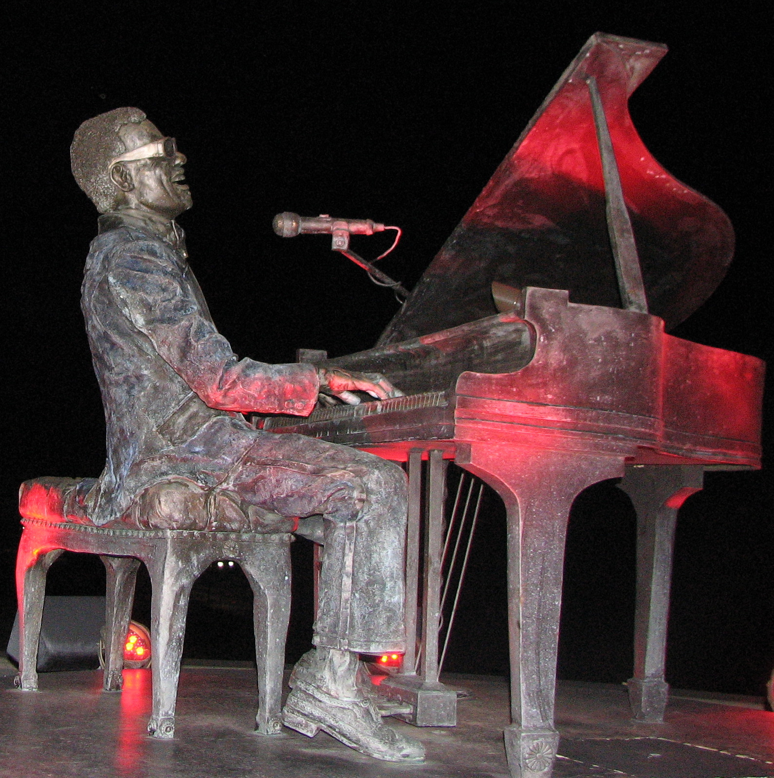 Ray Charles sculpture at night, one of the free things to do in Albany GA
