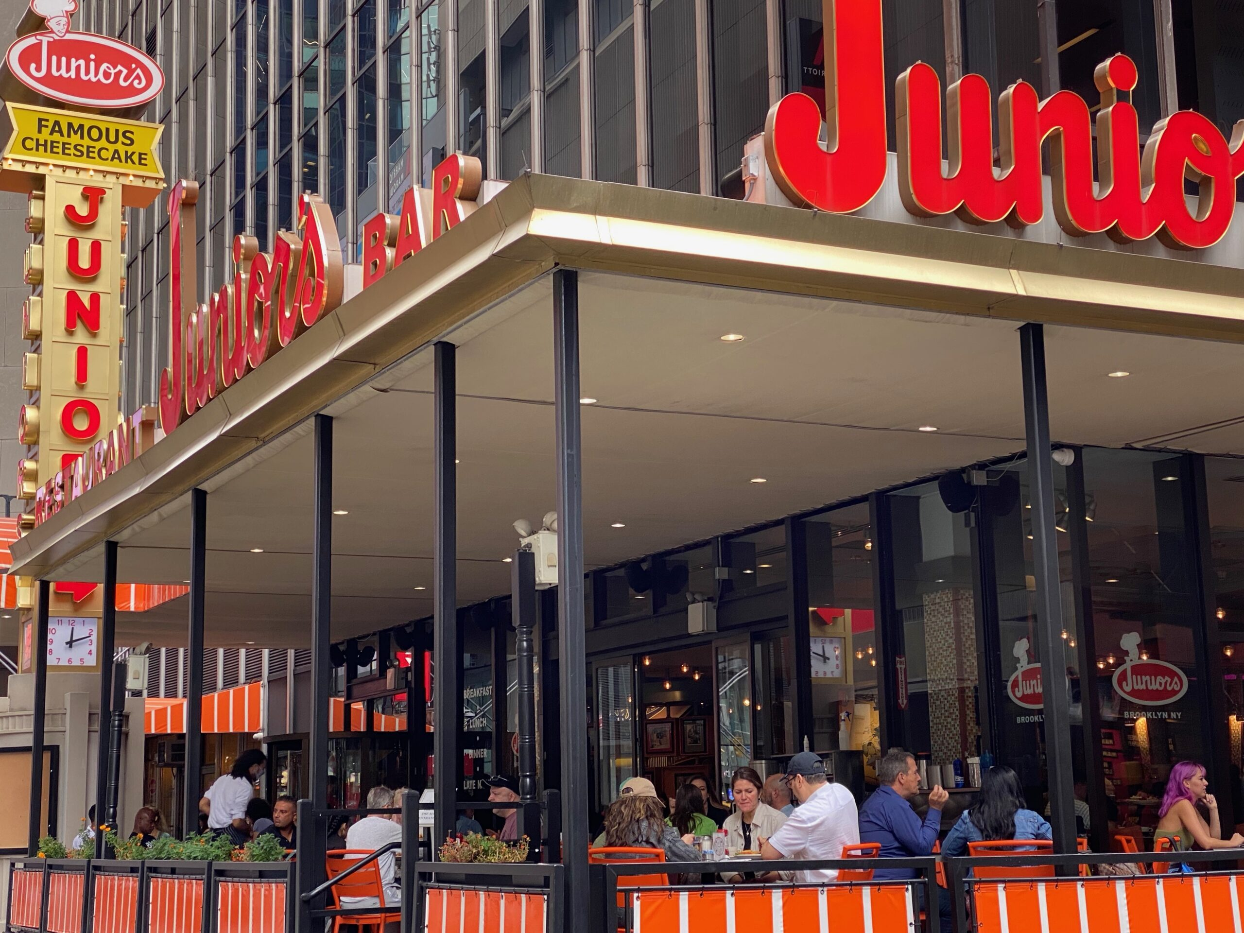 Junior's restaurant in Times Square NYC