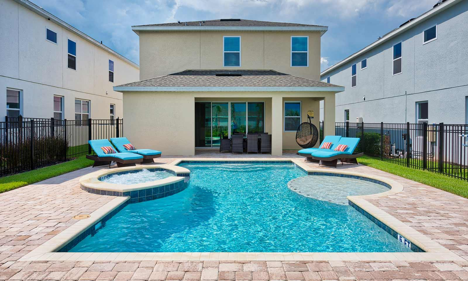 5 bedroom vacation home with a private pool in Kissimmee, FL