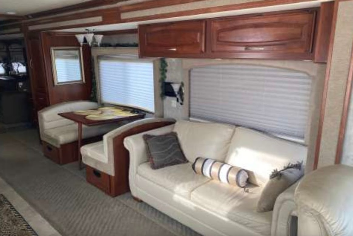 glamping in tx - 2006 Fleetwood RV Excursion 39V