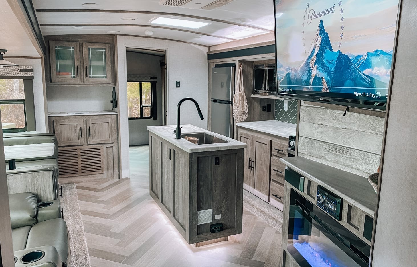 glamping in tx - This luxurious RV has 2 bedrooms.