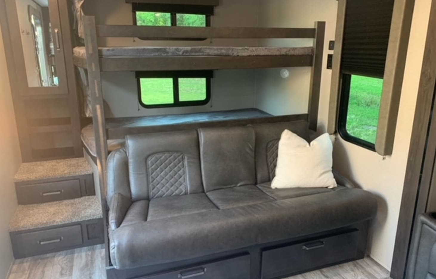 glamping in tx - this rv sleeps 10