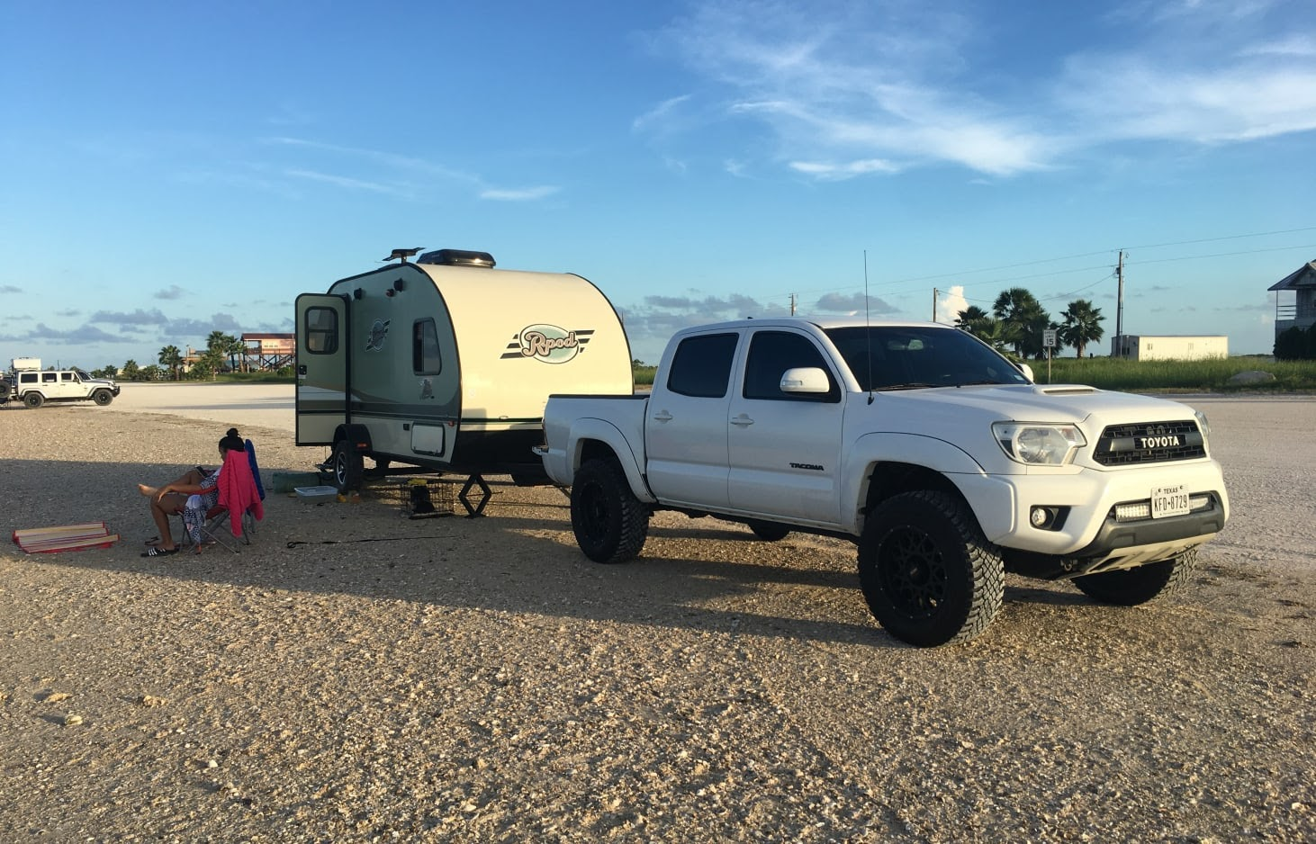 glamping in tx - this trailer sleeps 4