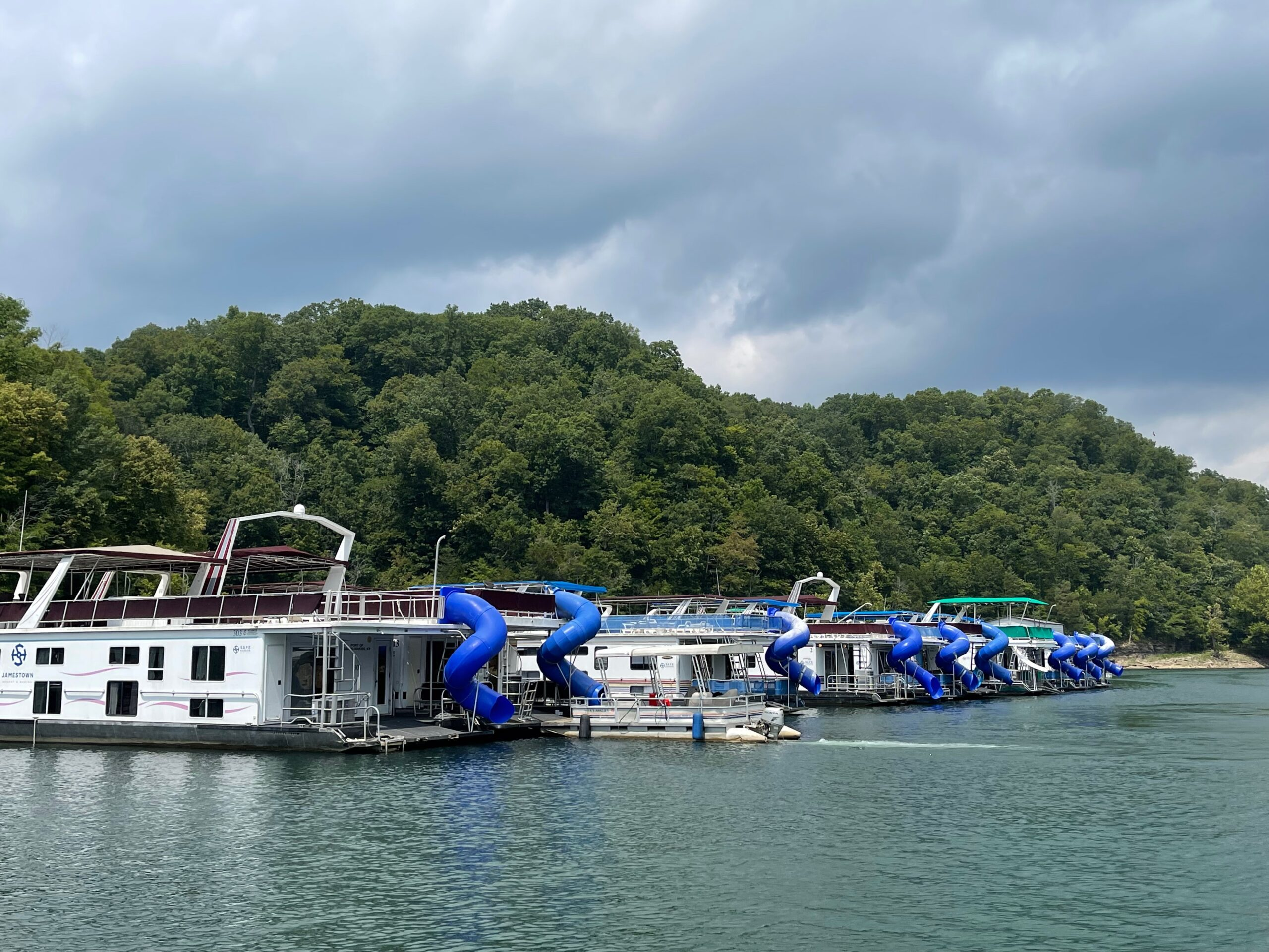 small towns in kentucky - houseboats on Cumberland Lake