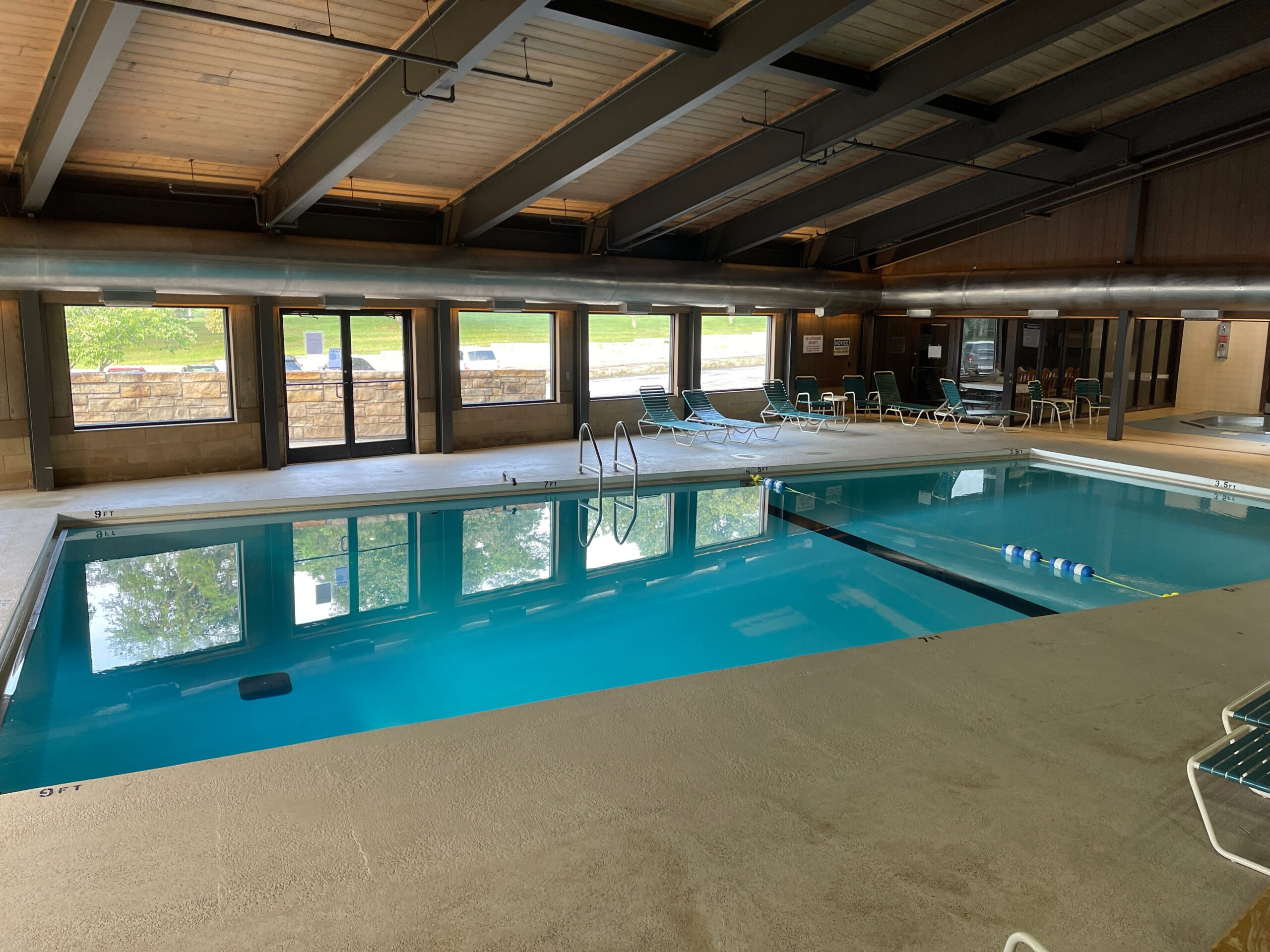 Small Towns in KY - Lure Lodge pool