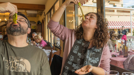 Essential guide to Catalan cuisine and the Calcotada: eating calcots