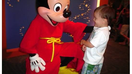 Sure-fire Ways to Meet Mickey (and other Characters At Disneyland)