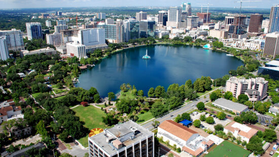 Free things to do in Orlando include the downtown Lake Eola area.