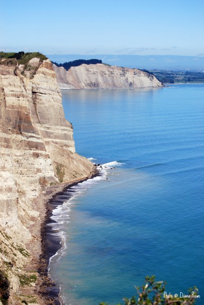 Spectacular cliff top views of Hawke's Bay from Cape Kidnappers, New Zealand