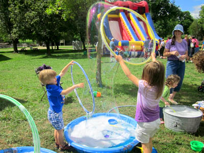 bubbles-galore-at-village-green-thomas-tank