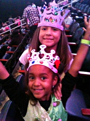 disney on ice milan and madi